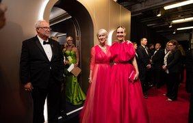 Фото: A.M.P.A.S./Нарочно не придумаешь! Хелен Миррен и Сара Полсон пришли на церемонию в невероятно похожих платьях. Пришлось сделать вид, что их это не смущает и… фотографироваться вместе