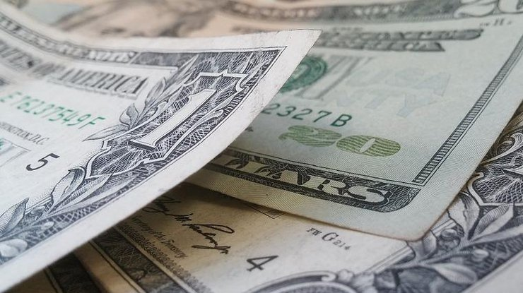 Вкиевских обменниках продолжает падать курс доллара иевро