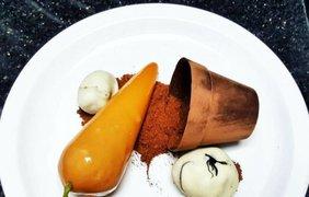 Фото: Морковное пирожное и горшочек из шоколада (instagram.com/chefbenchurchill)