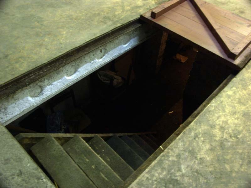 лаз в подвал
