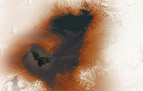 Озеро в пустыне/ Фото: dailymail.co.uk
