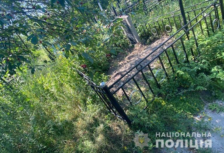 Под Киевом мужчины убили и закопали знакомого