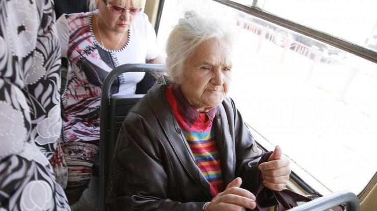 Пенсіонерів змусять платити за проїзд у громадському транспорті