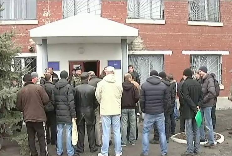 100 тисяч українців вже отримали повістки до військоматів