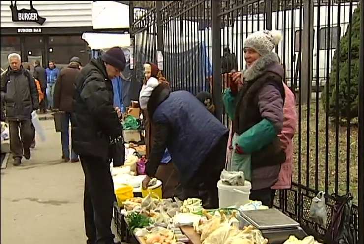 Обвал гривны: в Украине массово скупают продукты