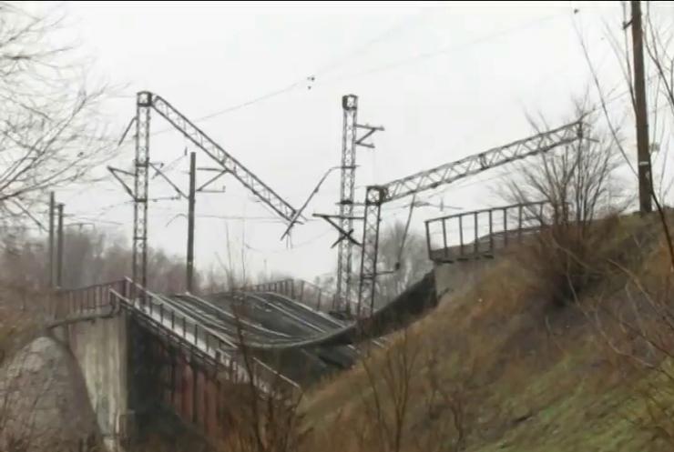 """На Донбасі знищено більше тисячі об'єктів """"Укрзалізниці"""""""