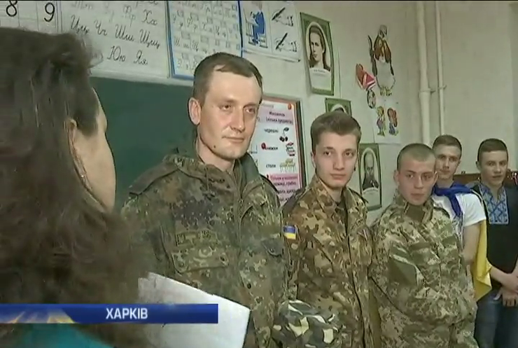 Школярам Харкова бійці розказали про спалені танки  (відео)