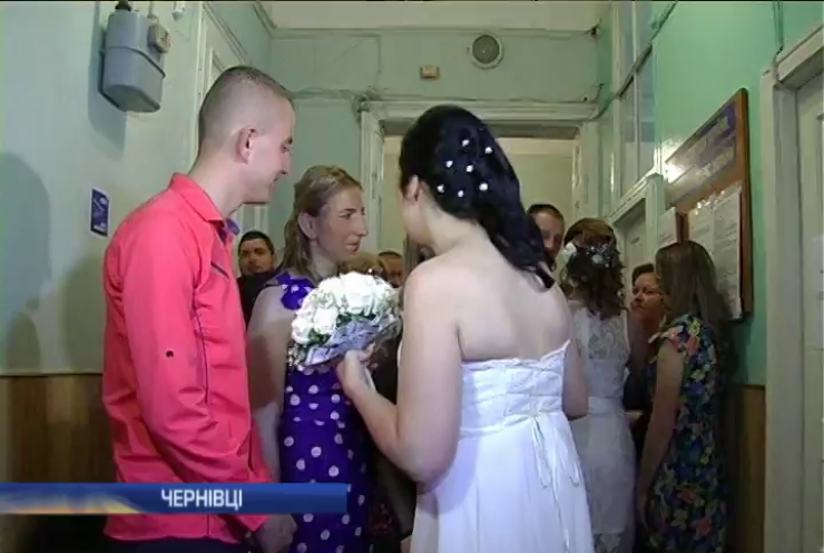 У Чернівцях побралися доброволець та переселенка з Луганщини