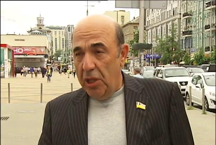Оппозиция считает, что власть давит на СМИ из-за критики