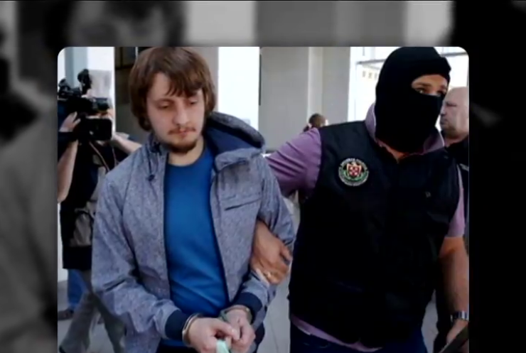 Россиянам грозит пожизненное за георгиевскую ленту в Латвии