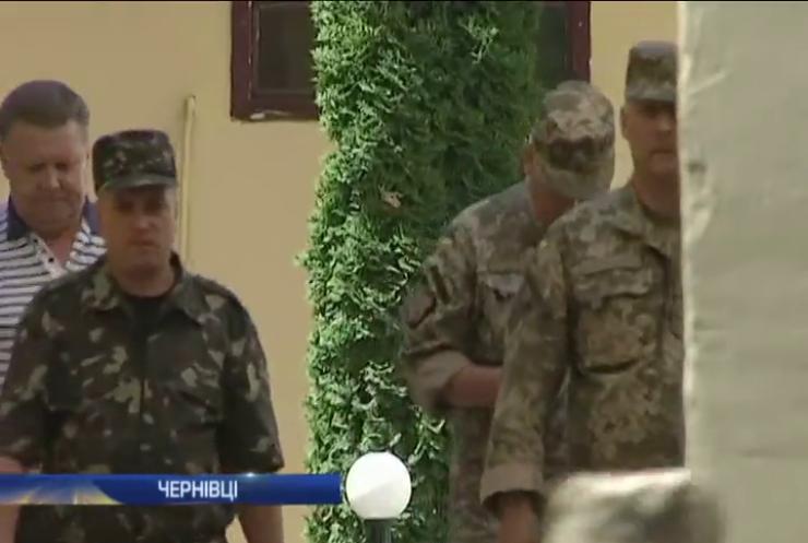 Адміністрацію у Чернівцях штурмувала морпіхота (відео)