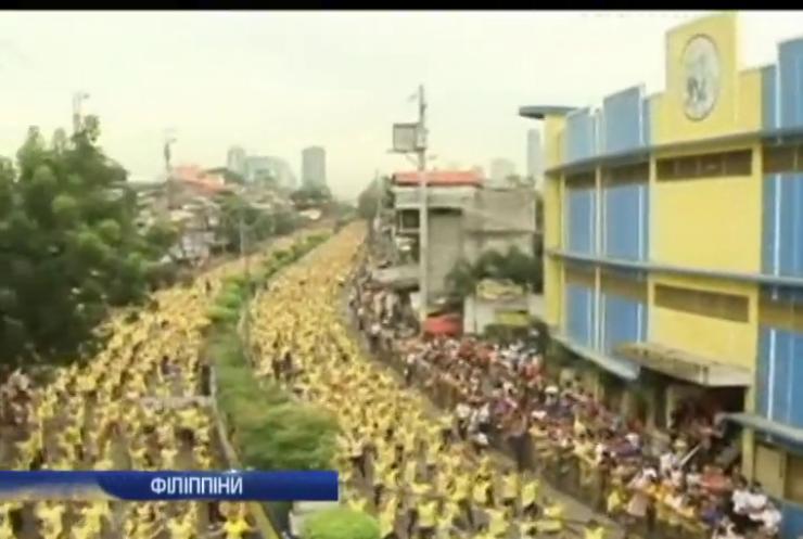 Тисячі філіппінців станцювали зумбу разом