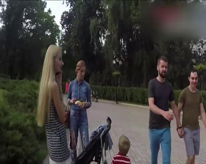 Двух геев сняли на камеру