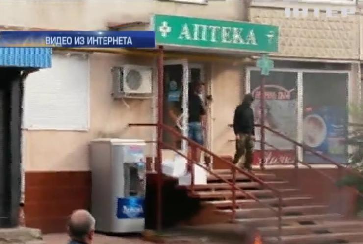 В Харькове разгромили аптеку и сожгли лекарства