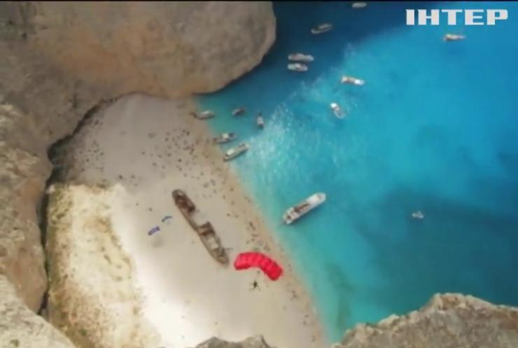 У Греції екстремали стрибають з мальовничих скель