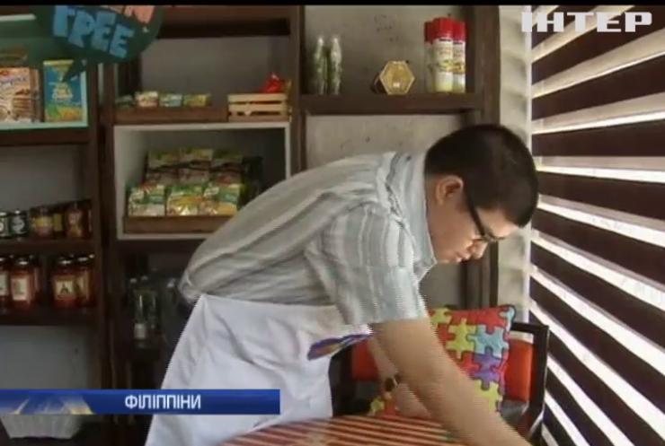 На Філіппінах в кав'ярні відвідувачів обслуговують аутисти