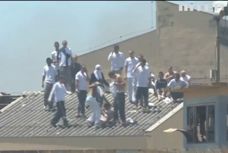 В'язні у Бразилії захопили заручників