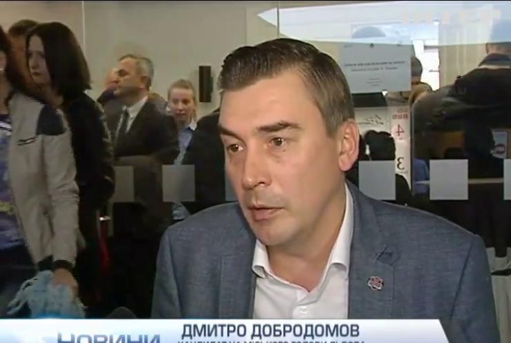 Мера Львова звинуватили у проштовхуванні чиновників до міськради