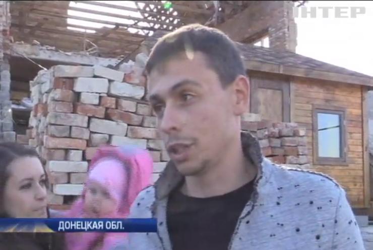Семьям на Донбассе придется самим восстанавливать дома
