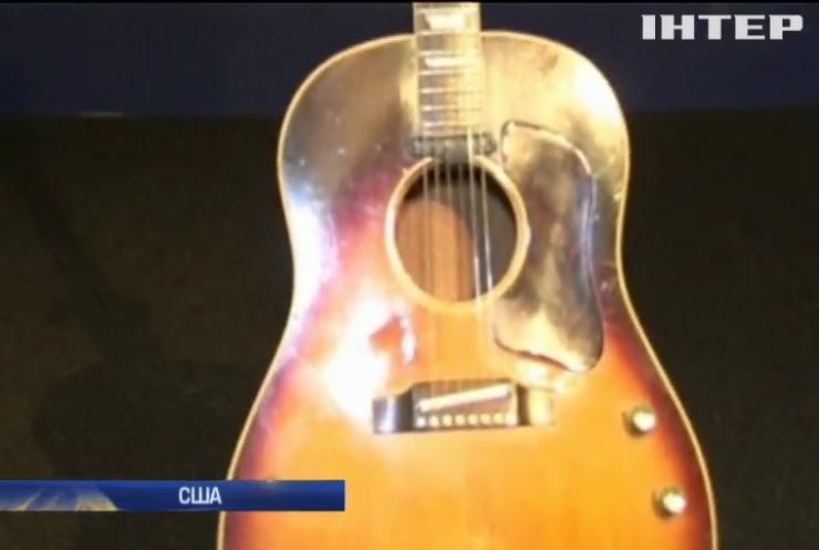 У США викрадену гітару Леннона продали за $2 млн