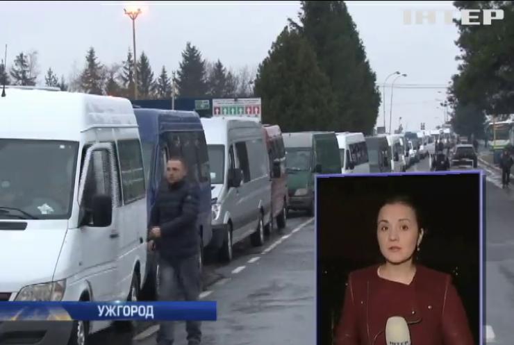 На границе со Словакией украинцы стоят по 8 часов