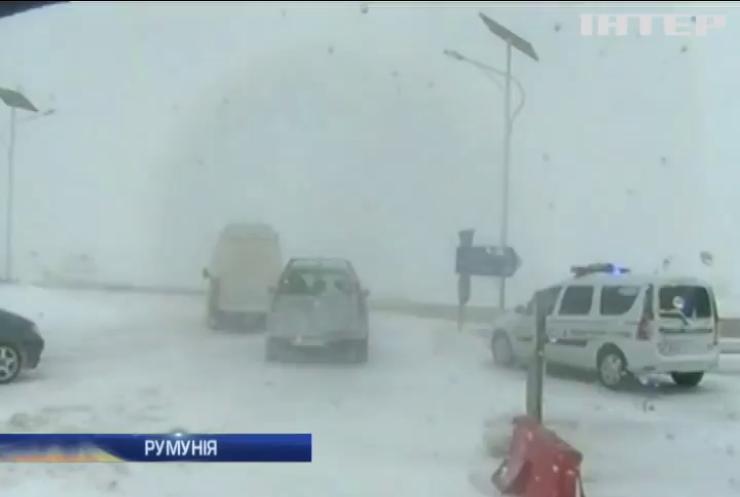 Румунію паралізувало снігопадом