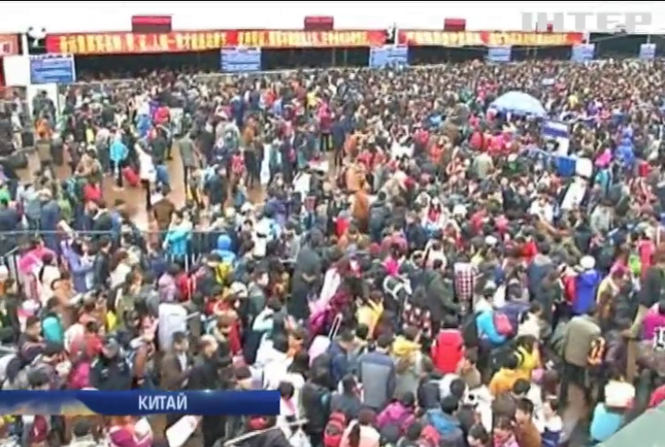 Негода у Китаї затримала на вокзалі 100 тис пасажирів