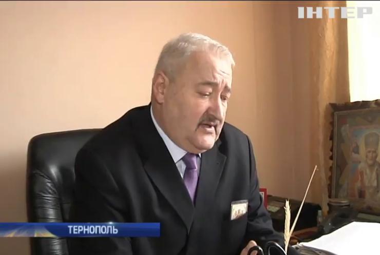 В Тернополе подозреваемого в коррупции год не могут доставить в суд