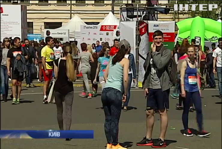 В Києві бігуни збирали гроші для онкохворих дітей