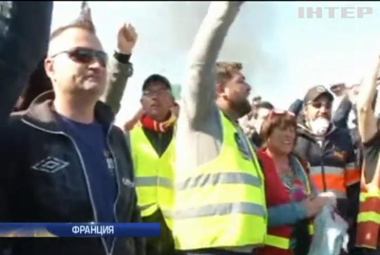 Францию парализовало масштабными забастовками