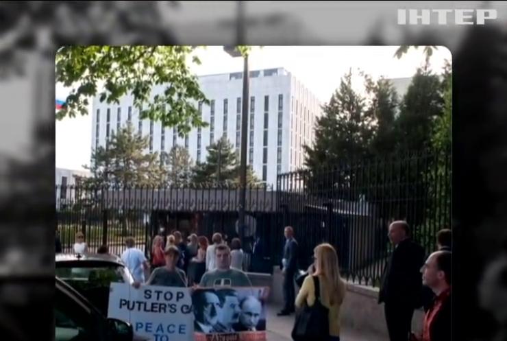 Посольства Росії пікетують у 11 країнах