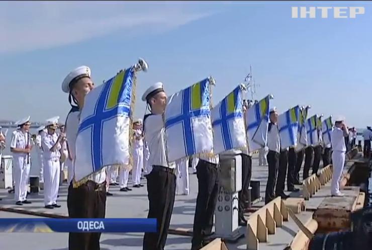 Петро Порошенко подарував морякам Одеси 16 квартир (відео)
