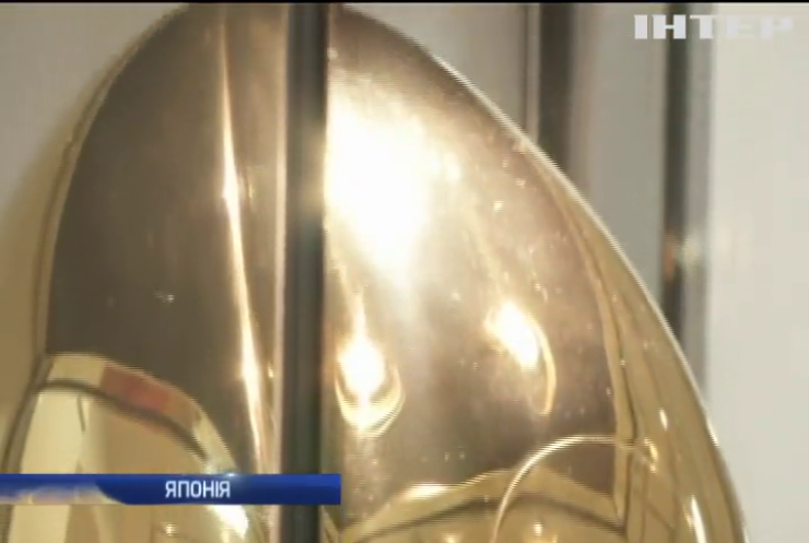 В Японії продають золотий м'яч для регбі