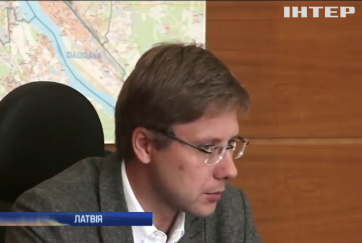 Мера Риги оштрафували за спілкування російською