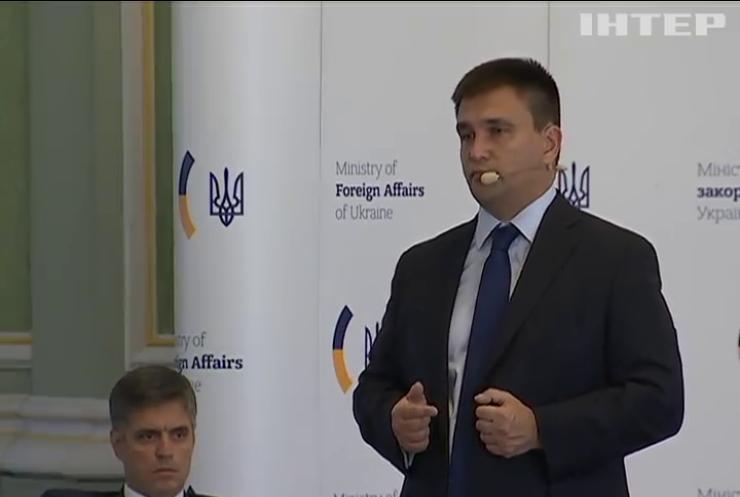 Клімкін хоче довести расову дискримінацію у Криму