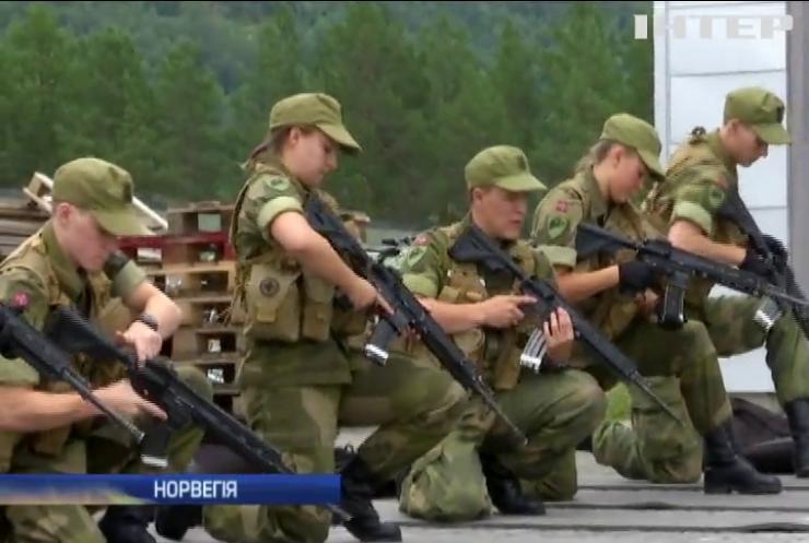 У Норвегії дівчат зобов'язали служити у армії (відео)