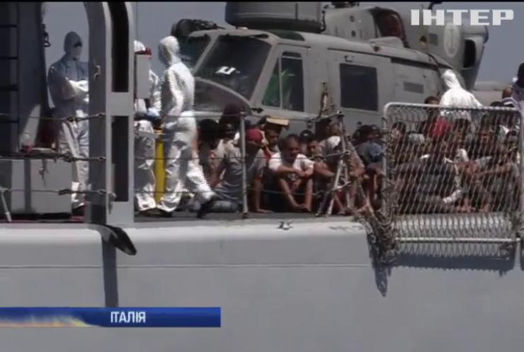 Біля берегів Італії врятували тисячу мігрантів за добу