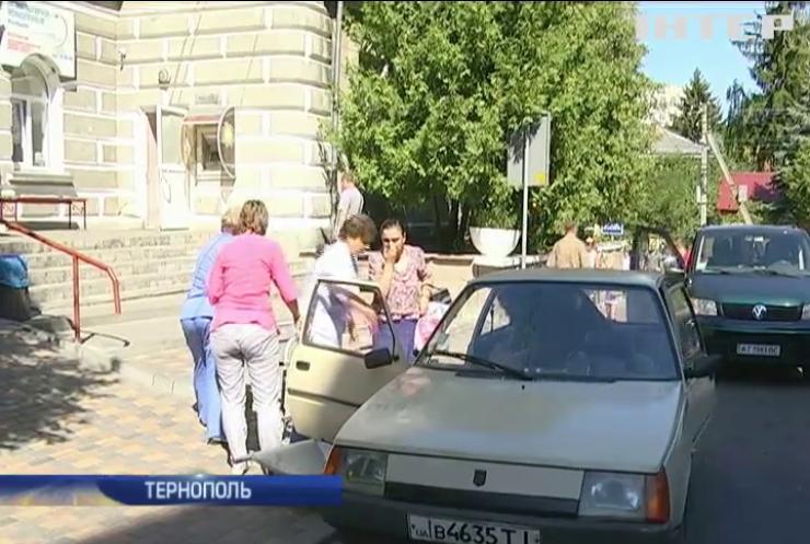 В Тернополе полиция штрафует пациентов больницы за неправильную парковку