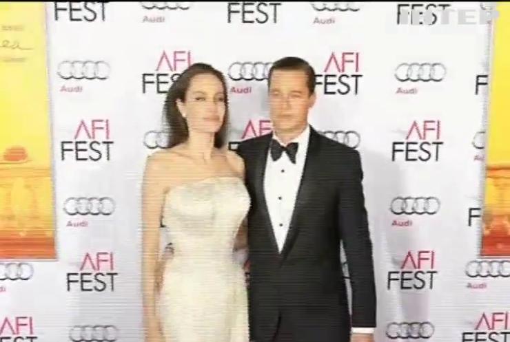Скульптуры Джоли и Питта развели в музее мадам Тюссо