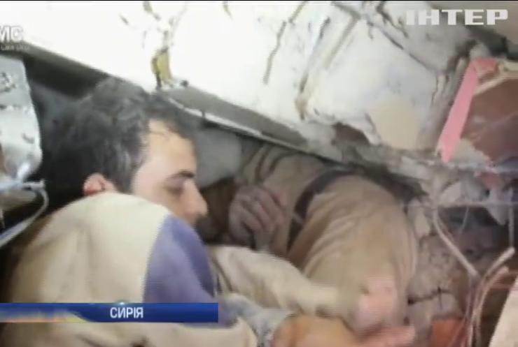 У Сирії з-під завалів витягли живого хлопчика