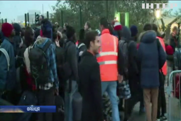 Влада Франції пообіцяла розселити біженців з Кале