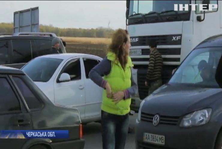 Трасу Київ-Одеса заблокували селяни
