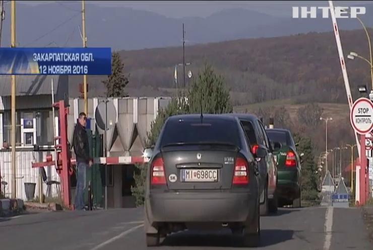 На Закарпатье владельцы нерастаможенных авто разблокировали пункты пропуска