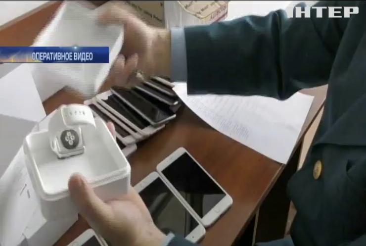 Во Львове задержали партию контрабандных iPhone