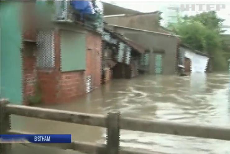 У В'єтнамі через повінь загинули 13 людей