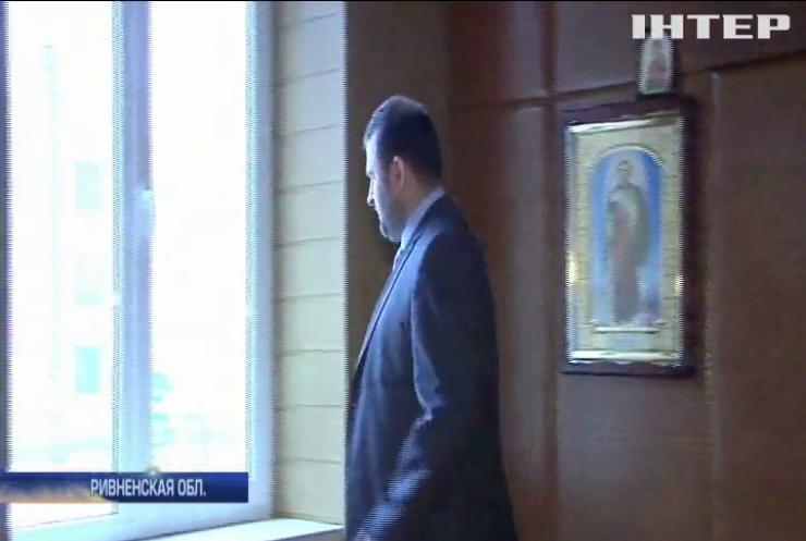 В Ривненской области чиновник-взяточник вышел на работу