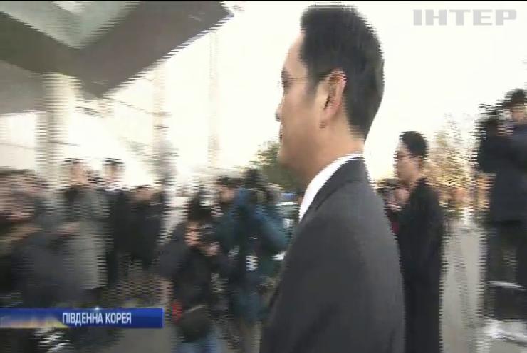 Голову Samsung допитають у справі про корупцію президента