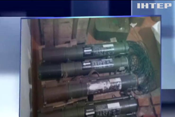 На Луганщині у селищі Макарове знайшли схрон з боєприпасами