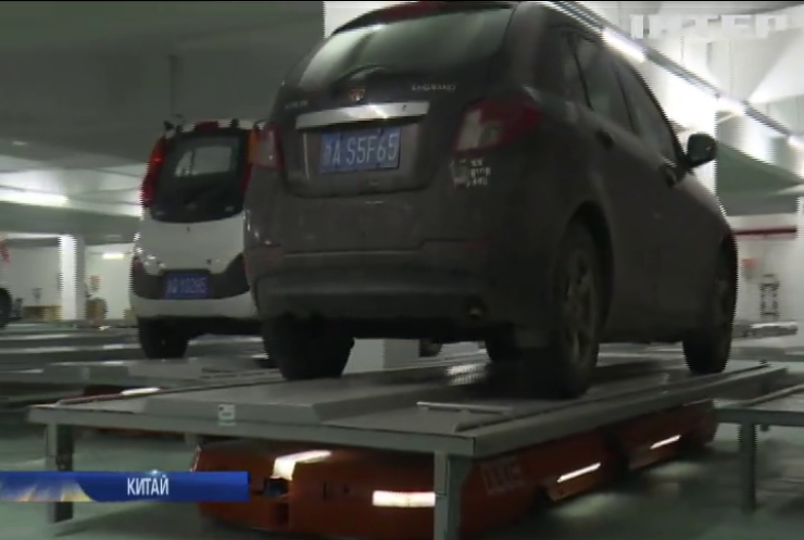 У Китаї роботи будуть паркувати автомобілі