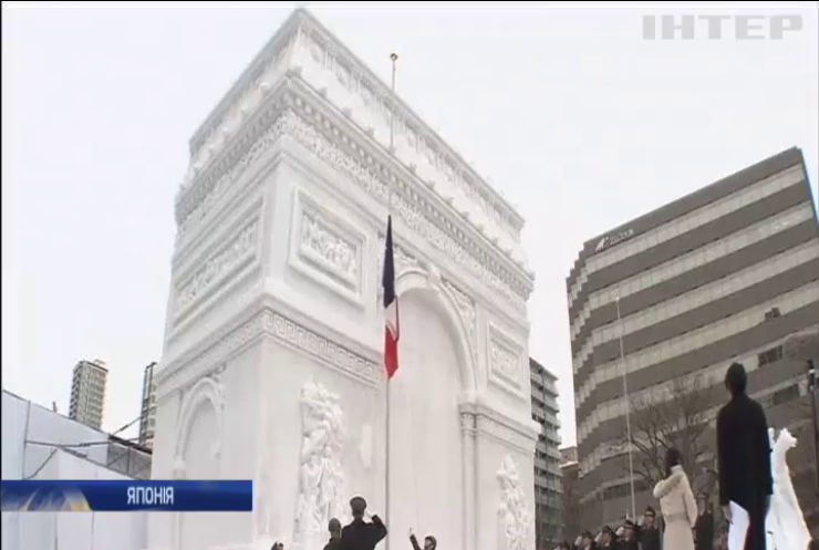 В Японії збудували снігову Паризьку тріумфальну арку
